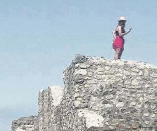 turista foto scavi pompei