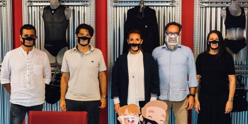 arrivano le mascherine trasparenti per i prof