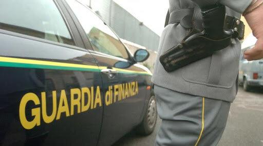 pistola guardia di finanza
