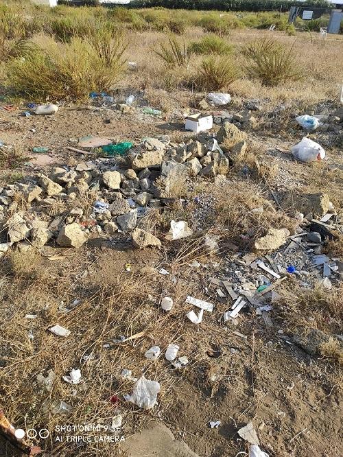 rifiuti spiaggia nisida