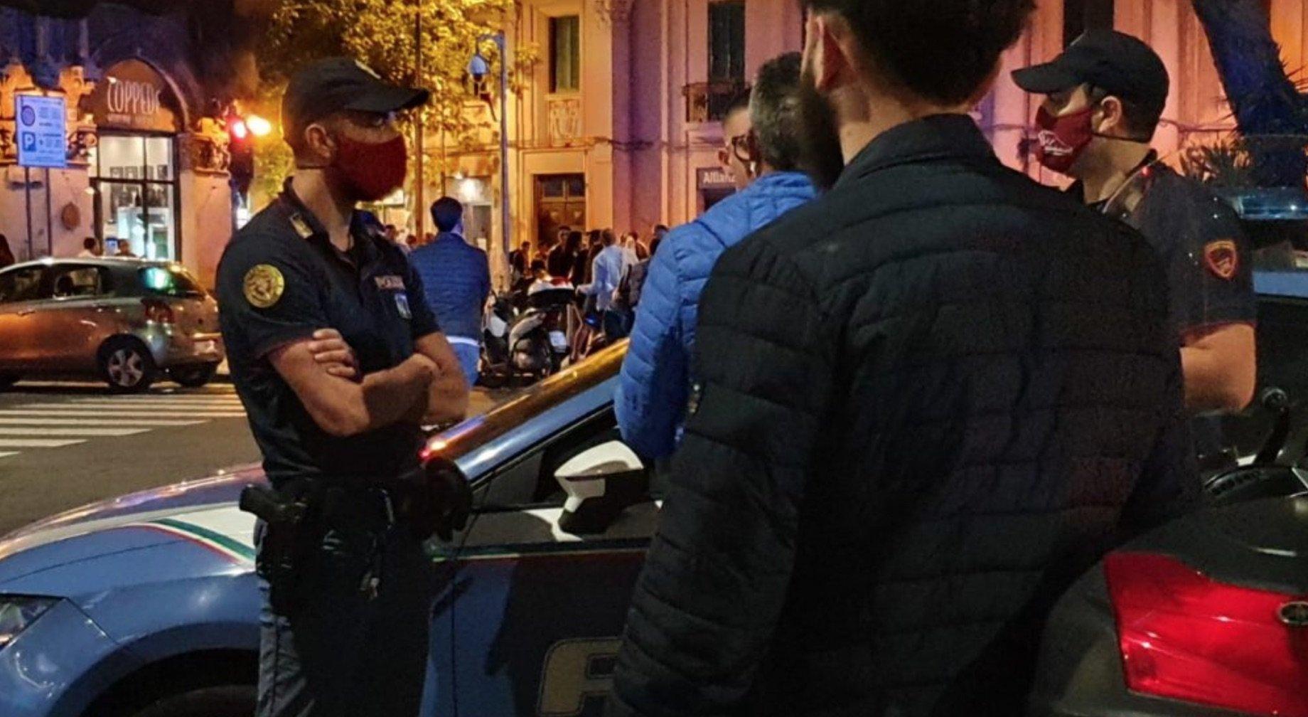 Controlli della polizia nella Movida di Napoli