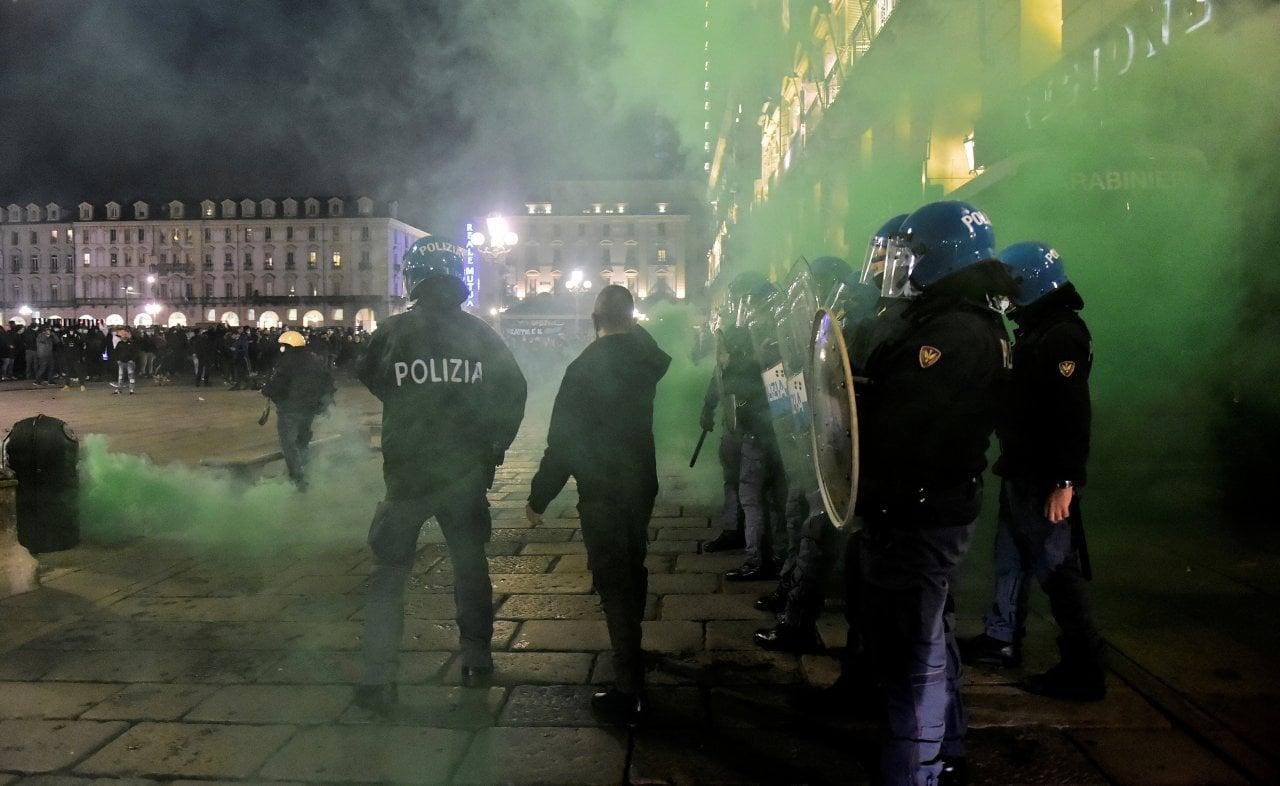 guerriglia torino manifestanti arrestati