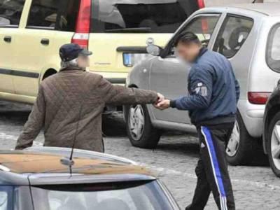 Napoli parcheggiatori abusivi