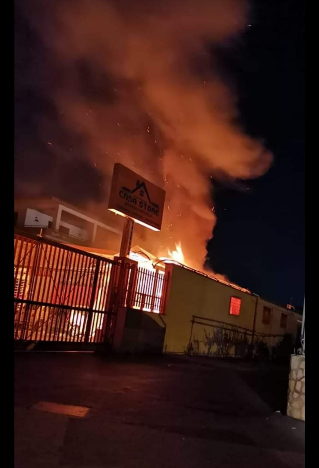 Pagani,incendio,negozio di detersivi