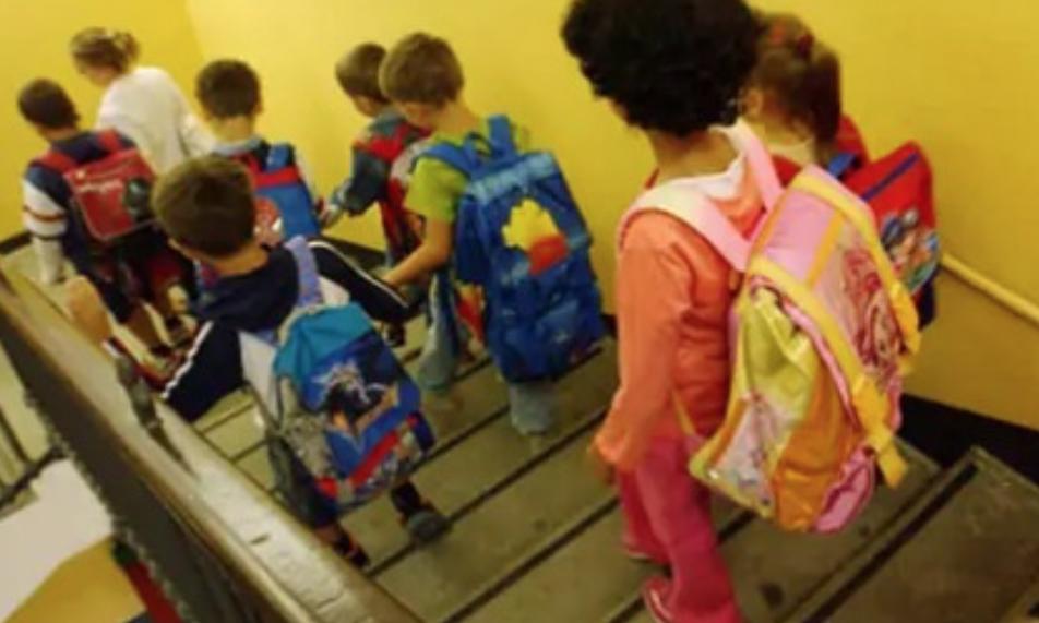 pagani sindaco chiude la scuola dell'Infanzia don Milani