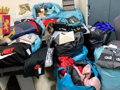 napoli capi di abbigliamento contraffatti
