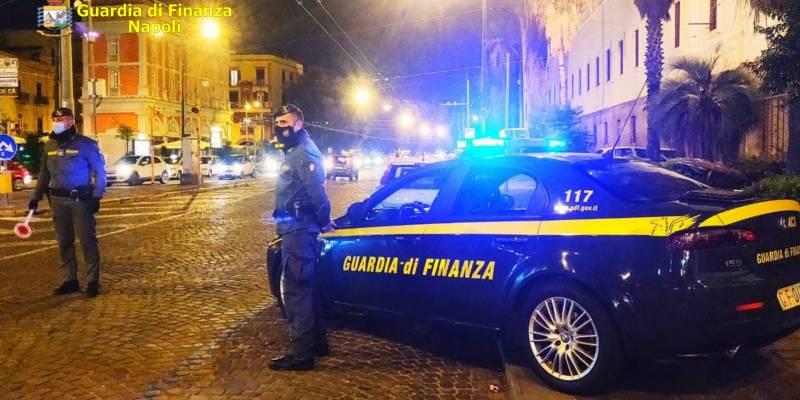 napoli controlli, Napoli, nel fine settimana 1326 controlli a persone ed esercizi commerciali. 91 sanzioni tra violazioni anticovid