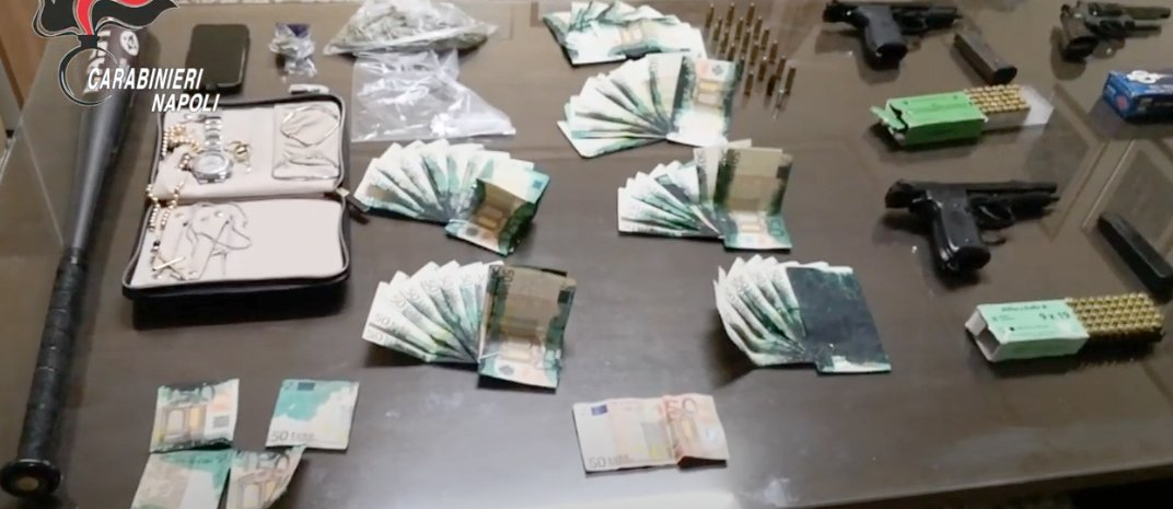 napoli,droga,armi,banconote macchiate,barra