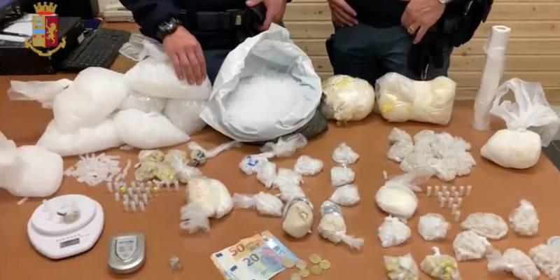droga scampia ,Nascondeva droga nel vano ascensore, Nascondeva droga nel vano ascensore: arrestato 50enne a Scampia. IL VIDEO