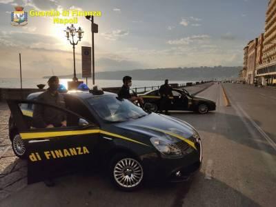 Oltre 600 persone sono state controllate dalla Finanza a Napoli
