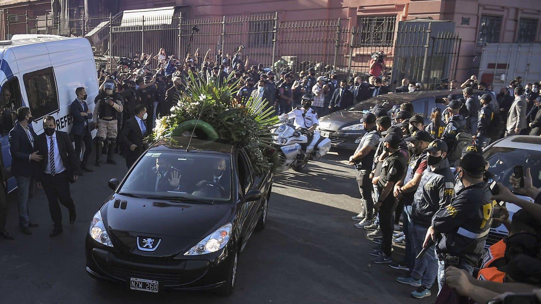 Maradona shock: selfie con il cadavere
