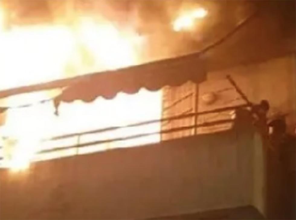 Anziani bloccati in casa da incendio a Salerno