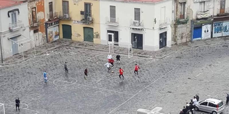 partite di calcio in piazza Mercato