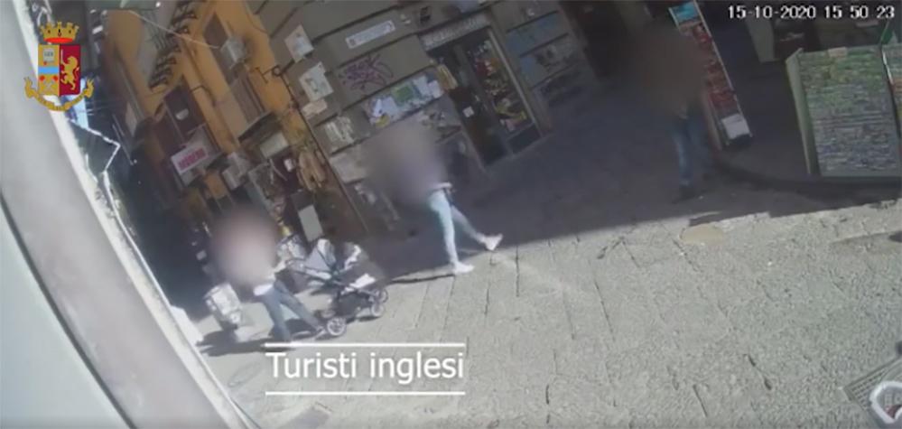rapina turista inglese