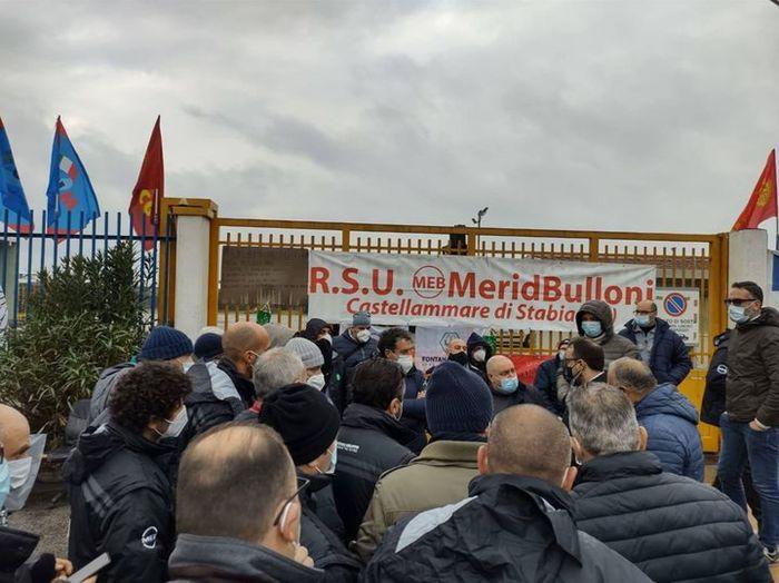 Meridbulloni, azienda irremovibile: via da Castellammare