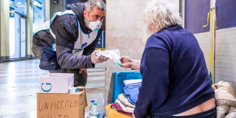 Progetto Arca, Napoli, Progetto Arca potenzia l'aiuto in strada per i senzatetto