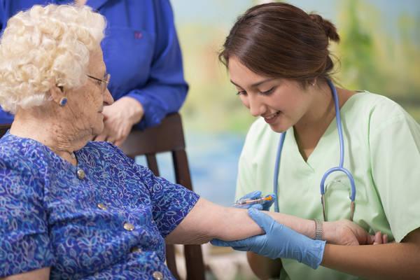 Tavella vaccini, Vaccini, Tavella (SPI-CGIL): 'Per gli anziani non un minuto da perdere'