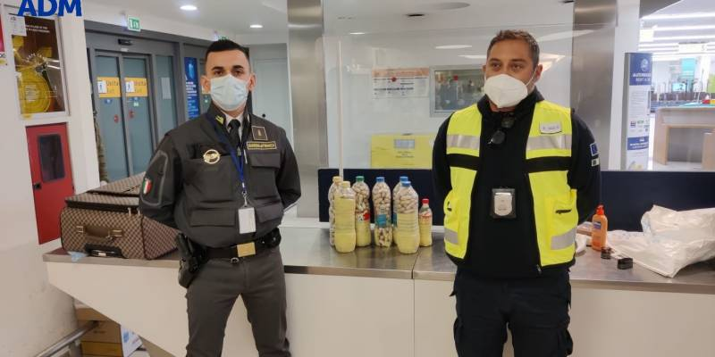 Corrieri della droga arrestati all'aeroporto di Capodichino