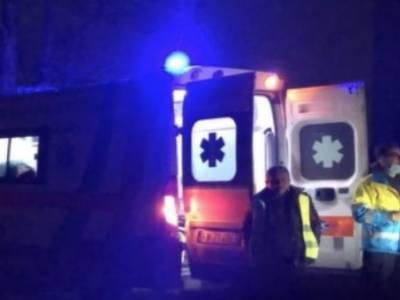 arance contro ambulanza, Ragazzini lanciano arance contro ambulanza: il mezzo va fuori strada