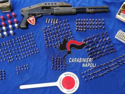 napoli fucile rione traiano, Napoli, fucile a pompa e munizioni recuperate al rione Traiano