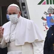 papa francesco iraq, Papa Francesco in Iraq, il viaggio storico inizia da Bagdad: l'accoglienza