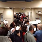 Cumana viaggiatori sui treni come sardine