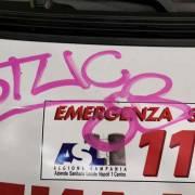 ambulanza imbrattata