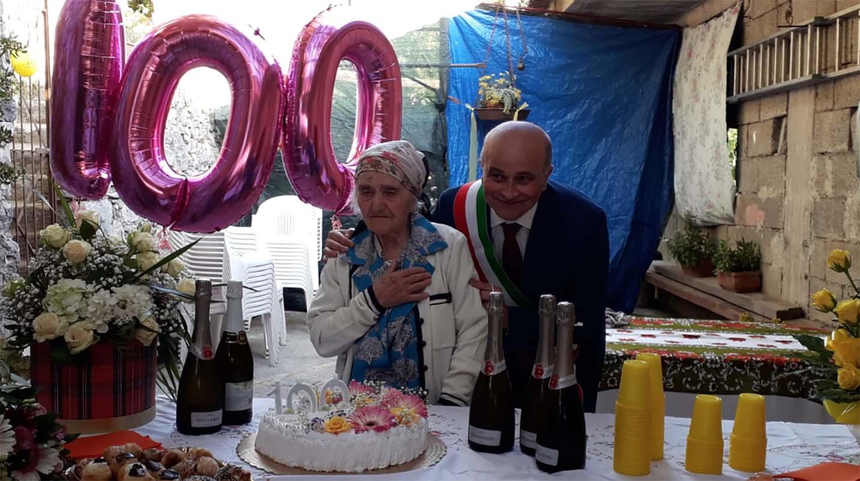 Tramonti nonna Rosa festeggia 100 anni